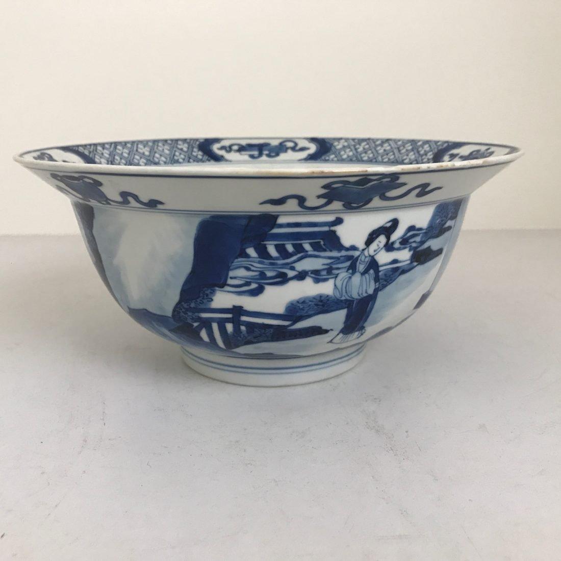 Een donkerblauwe Porseleinen klapmutskom, China, 18e eeuw
