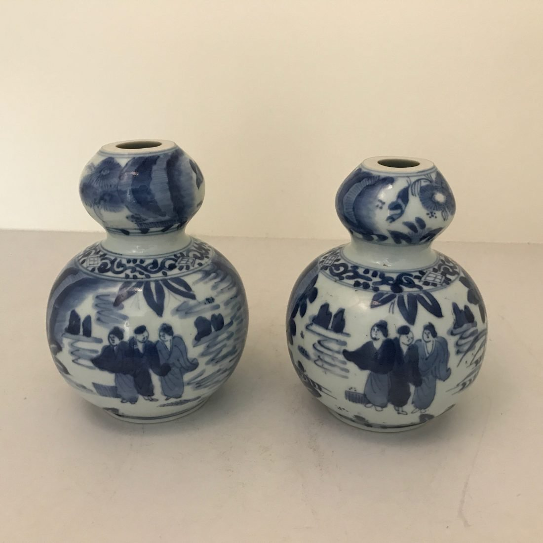 Een stel blauw wit porseleinen kalebas vazen, Japan, 19e eeuw