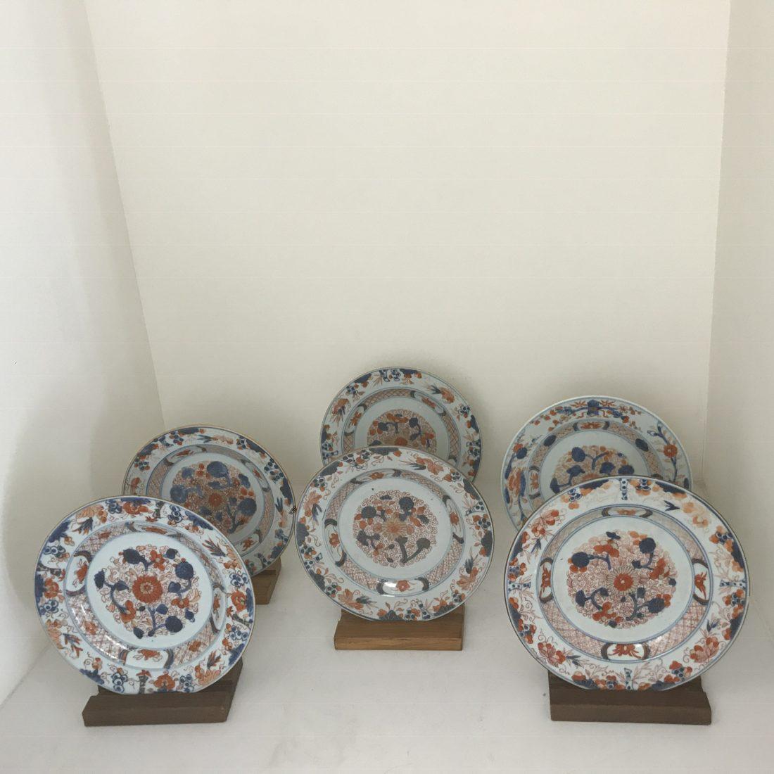 Een zes-tal Imari porseleinen borden, China, 18e eeuw