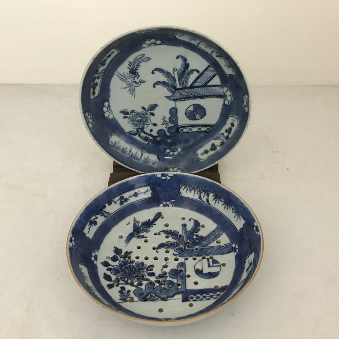 Blauw/wit porseleinen fruittest met de bijbehorende onderschotel, China, midden 19e eeuw