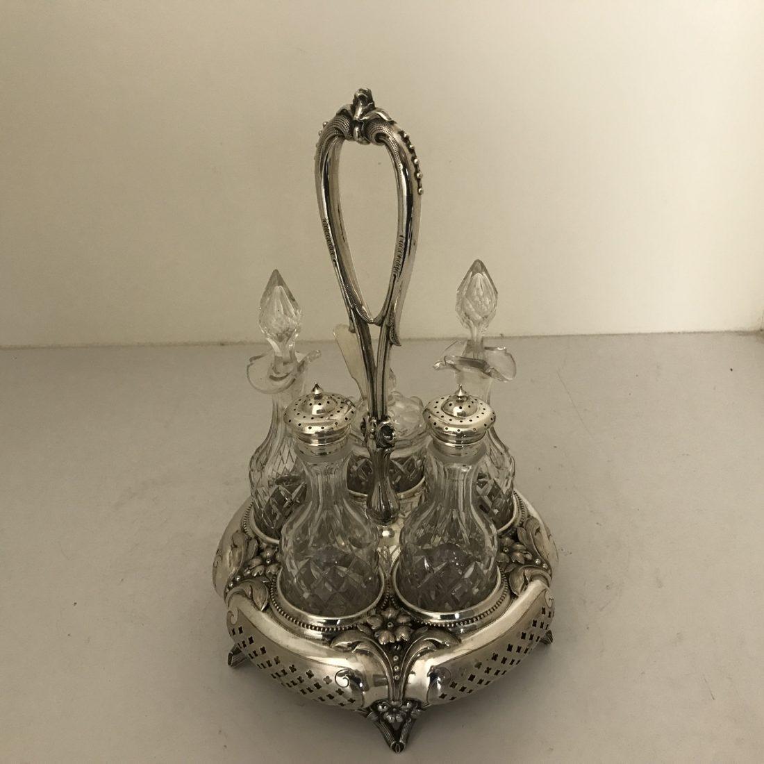 Een zilveren en kristallen specerijenset, Oostenrijk, 19e eeuw