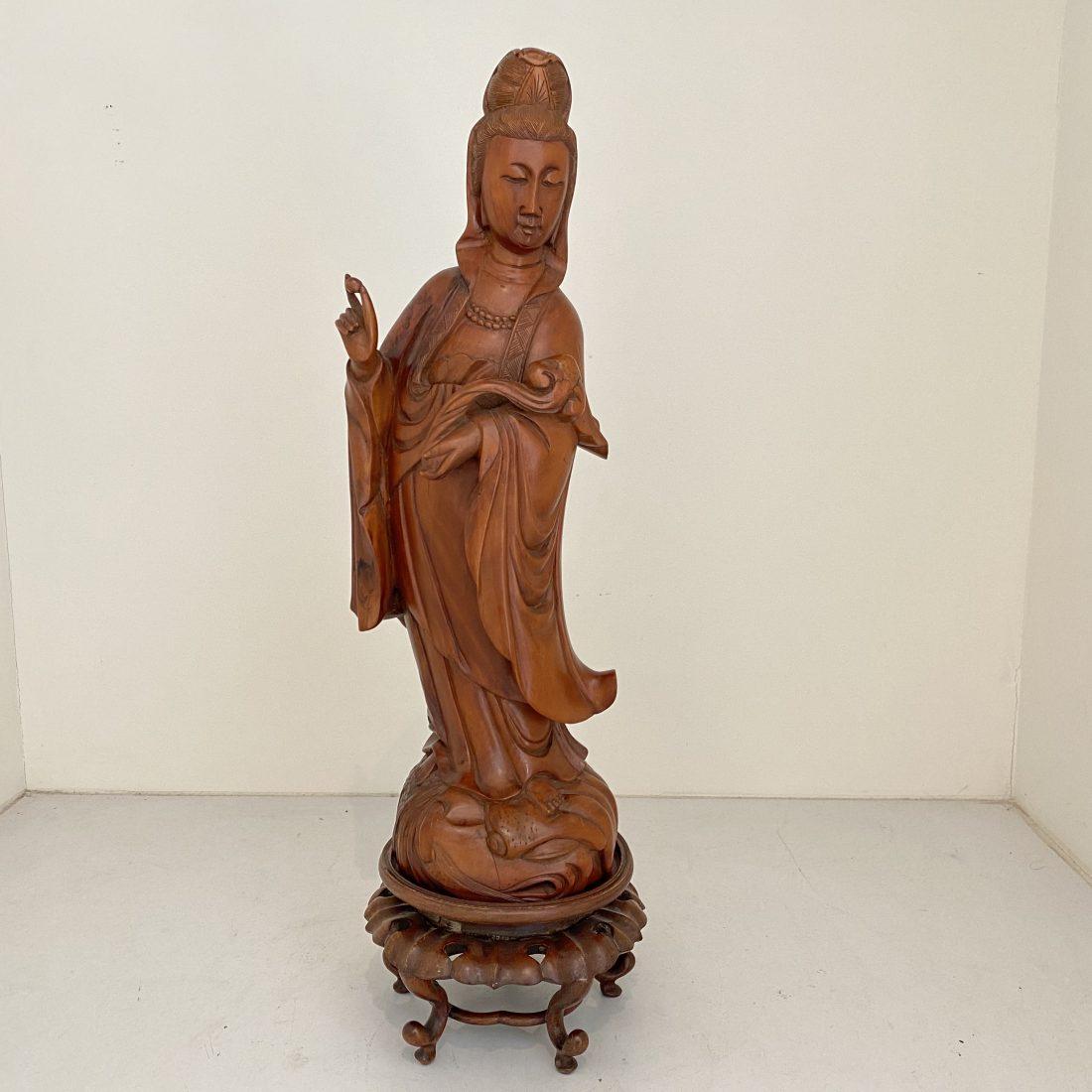 Een Buxus houten Kwan Yin, 19e eeuw, China