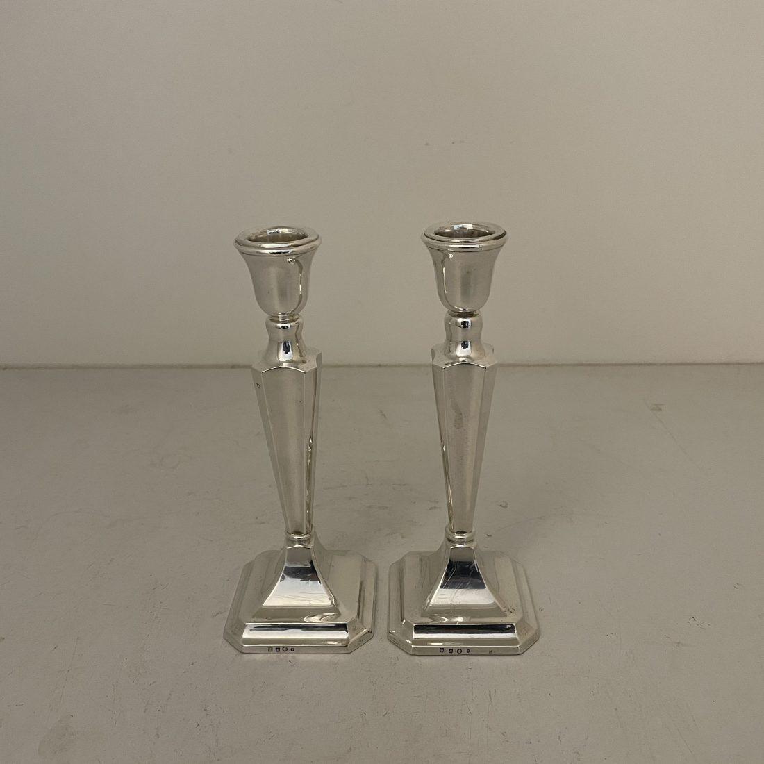 Een stel zilveren tafel kandelaars, Van Kempen & Begeer te Voorschoten, midden 20e eeuw