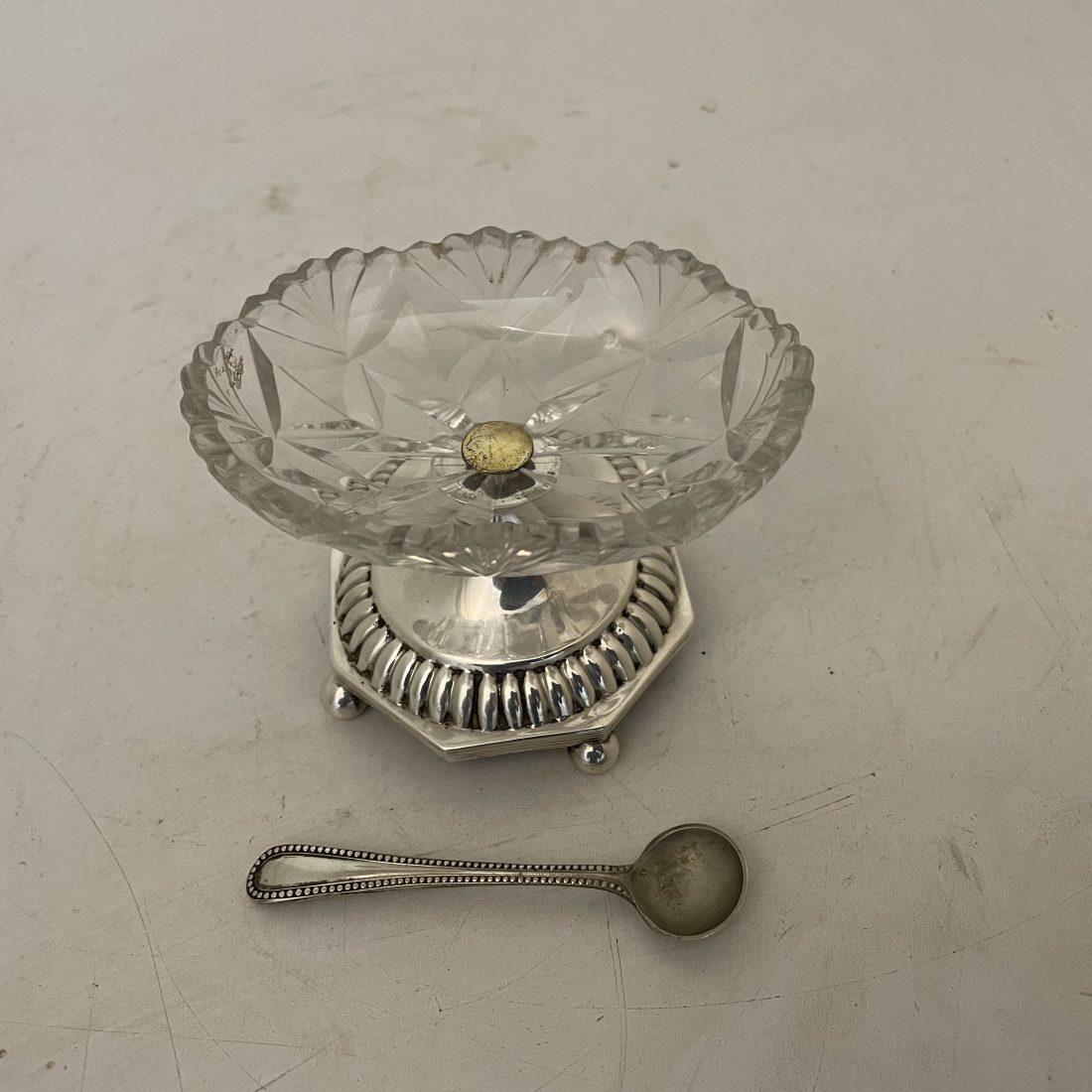 Kristallen zout strooier op zilveren voet, Smits, 1821